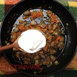 7-add-sour-cream-to-stewed-chicken-hearts-ukrainian-cuisine-etnocook