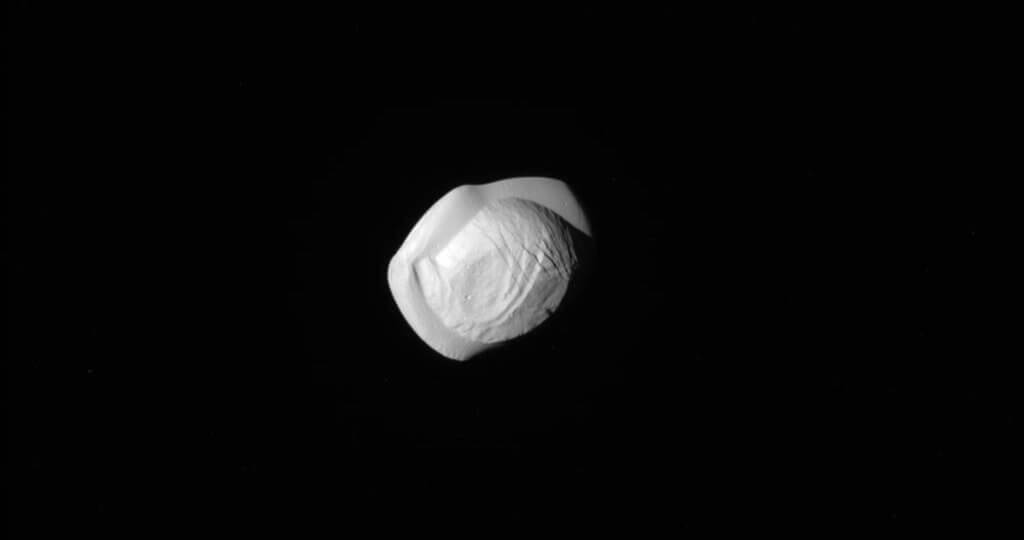 Saturn's moon looks like Ukrainian delicious Varenyk